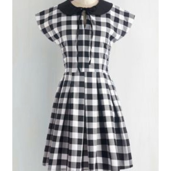Modcloth Dresses & Skirts - Black and white collared dress